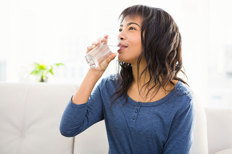 21046562_casual-smiling-woman-drinking-some-water